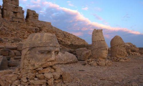 Zdjecie TURCJA / południowo-wschodnia Turcja. Pasmo Antytauru / Namrut Dagi  / Nemrut Dagi o wschodzie słońca.
