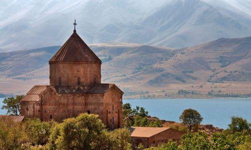 TURCJA / Turcja południowo-wschodnia / okolice Van / kościół ormiański na wyspie Akdamar