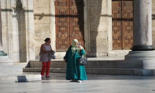 Zdjecie TURCJA / Istambuł / Dziedziniec Błękitnego Meczetu / KONKURS FOTO Kobieta w obiektywie podróżnika