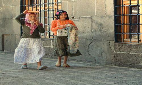 Zdjęcie TURCJA / dziedziniec meczetu  / Diyarbakir / TURCJA