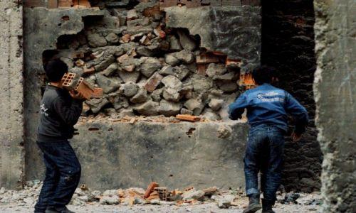 Zdjęcie TURCJA / Kurdystan / Dyiarbakir / jeszcze pare razy i zburzymy....