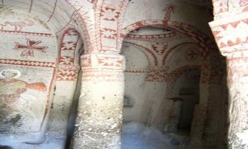 Zdjęcie TURCJA / - / dolina Goreme / Kaplica z okresu obrazoburstwa - VIII w.