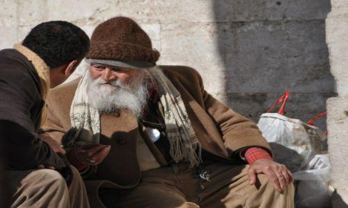 Zdjecie TURCJA / Istambuł / Przed wejściem do meczetu / Mędrcy Wschodu