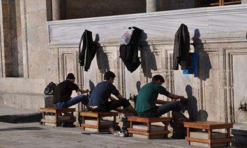 Zdjecie TURCJA / Istambuł / Nowy Meczet / Umywanie nóg