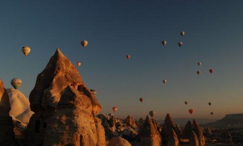 Zdjęcie TURCJA / Kapadocja / Goreme / Pomiędzy ziemią a niebem