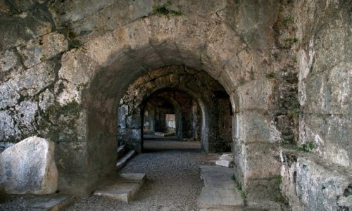 TURCJA / Riwera Turecka / Side / korytarz amfiteatru Side