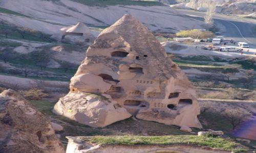 Zdjęcie TURCJA / Kapadocja / Goreme / W skalnym mieście
