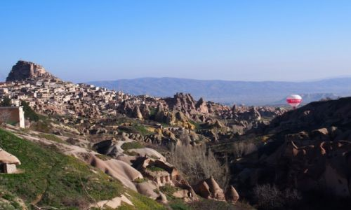 Zdjecie TURCJA / Capadocja / Capadocja / miasto ortahisar