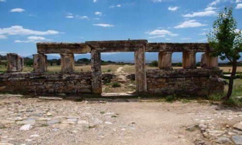 Zdjęcie TURCJA / południowa Turcja / Hierapolis / początek albo koniec drogi