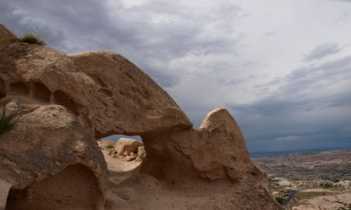 TURCJA / Kapadocja / Uchisar / w drodze na szczyt wzg�rza Uchisar 3