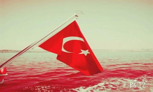 Zdjecie TURCJA / Istambu�  / Morze marmara  / Bloody wind