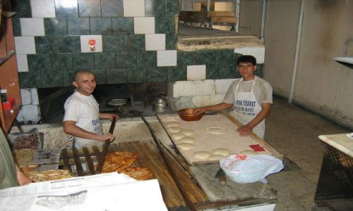 Zdjecie TURCJA / Van / Van / Piekarnia smacznego tureckiego pieczywa.
