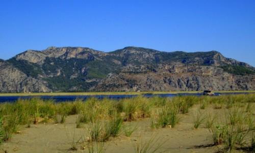 Zdjecie TURCJA / Wybrzeże Egejskie / okolice Dalyan  / Plaża Iztuzu z rzeką Dalyan