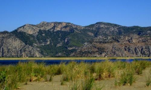 TURCJA / Wybrzeże Egejskie / przy plaży Iztuzu / Pas rozdzielający morze od  ujścia rzeki Dalyan