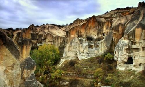 TURCJA / Wyżyna Anatolijska / Uchisar / Skalne domy