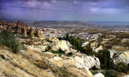 Zdjecie TURCJA / Wyżyna Anatolijska / Uchisar / Widok na słynną dolinę Pigeons