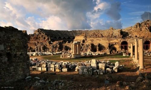 TURCJA / południowa Turcja / Side / Stary amfiteatr w side,