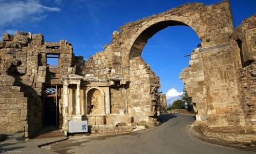 Zdjęcie TURCJA / południowa Turcja / Side / Brama monumentalna.