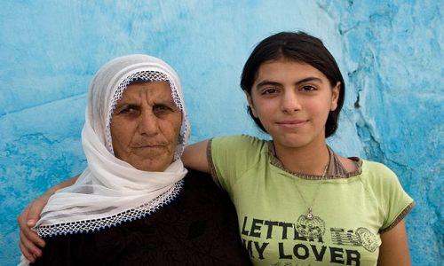 Zdjecie TURCJA / Wschodnia Anatolia / Diyarbakir / babcia i wnuczka