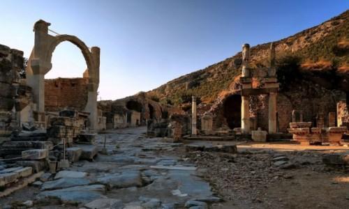 Zdjecie TURCJA /  Azji Mniejszej / Efez / W ruinach Efezu