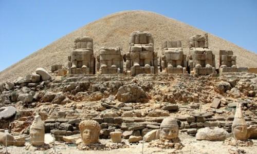 TURCJA / Anatolia Wschodnia / Nemrut / Tajemnicze posągi z góry Nemrut