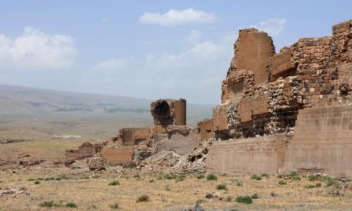 Zdjęcie TURCJA / wschodnia Anatolia / Ani / Ruiny murów miasta Ani