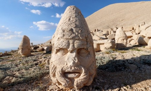 TURCJA / płd.-wsch. Anatolia / Nemrut / Głowy posągów z Nemrut Dagi