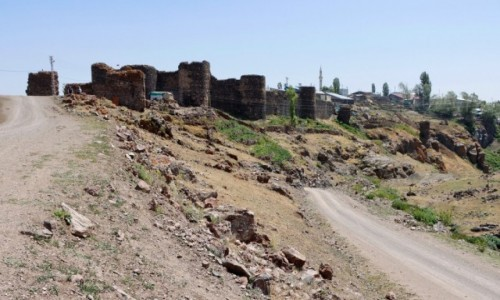 Zdjecie TURCJA / wschodnia Anatolia / Tunckaya / Ruiny ormiańskiego zamku Kecivan