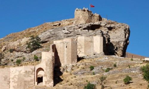 Zdjecie TURCJA / środkowa Anatolia / Divrigi / Ruiny zamku w Divrigi