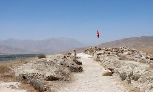 Zdjecie TURCJA / wschodnia Anatolia / Gurpinar / Ruiny zamku i pałacu Cavustepe z czasów królestwa Urartu