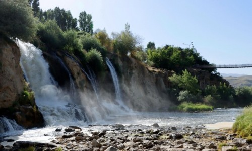 Zdjęcie TURCJA / wschodnia Anatolia / Muradiye / Wodospady w pobliżu Muradiye