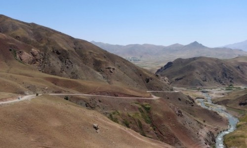 Zdjecie TURCJA / wschodnia Anatolia / Baskale / Górska droga w Kurdystanie