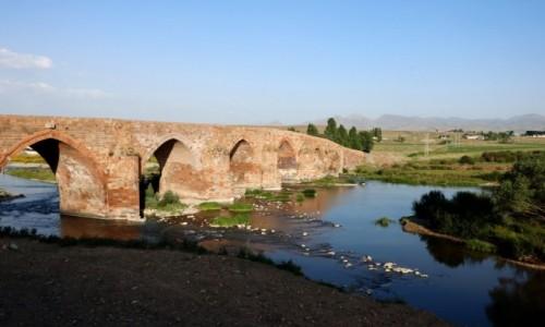 Zdjecie TURCJA / wschodnia Anatolia / Koprukoy / Stary most