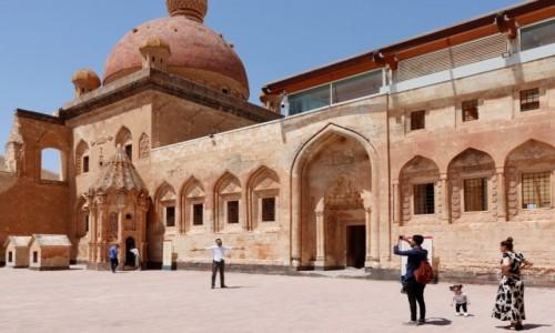 Zdjecie TURCJA / wschodnia Anatolia / Dogubayazit / Na dziedzińcu pałacu Ishaka Paszy