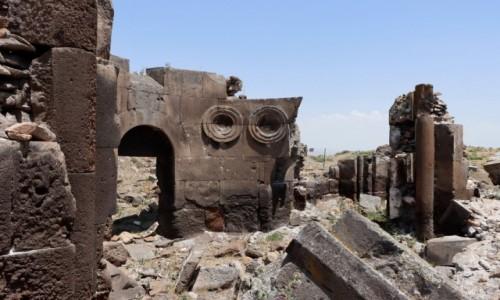 Zdjecie TURCJA / wschodnia Anatolia / Ani / Ruiny kościoła Świętych Apostołów w Ani