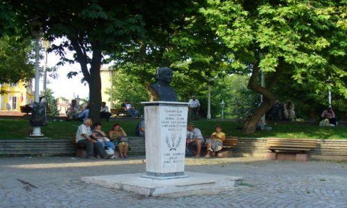 Zdjecie TURCJA / Metropolia turecka / Centrum Istambułu / Krótki odpoczynek na małym placu