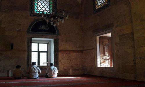 Zdjecie TURCJA / północny-wschód / Amasya / W ciszy świątyni