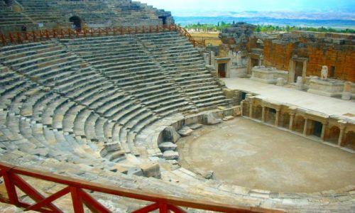 Zdjecie TURCJA / Anatolia / zbocze góry Cökelez / Teatr Rzymski - jeden z najlepiej zachowanych na terenie Hierapolis obiektów