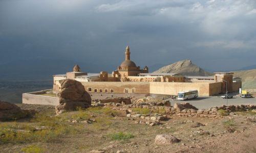 Zdjecie TURCJA / Turcja przy granicy z Iranem / Dogubayazit / Pałac Ishaka Pa