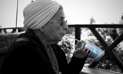 Zdjecie TURCJA / Istanbul / Istanbul, / Nowoczesna babcia