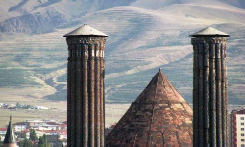 Zdjecie TURCJA / wschodni / Erzurum / cifte minareli medresesi