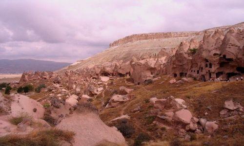 Zdjęcie TURCJA / Anatolia Turecka / Kapadocja / skalne mieszkania