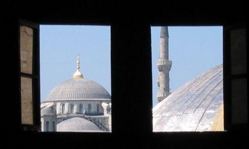 Zdjecie TURCJA / - / Stambuł / Widok z Aya Sofia na Błękitny Meczet