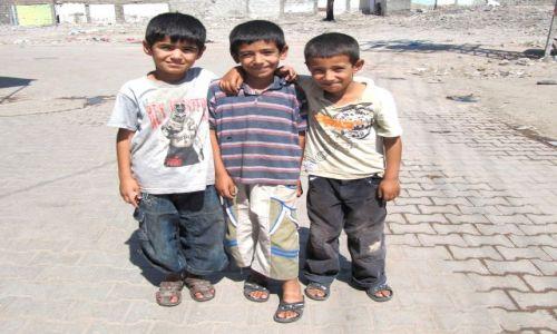 Zdjecie TURCJA / Diyarbakir / Na starym mieście / Chłopcy-urwisy