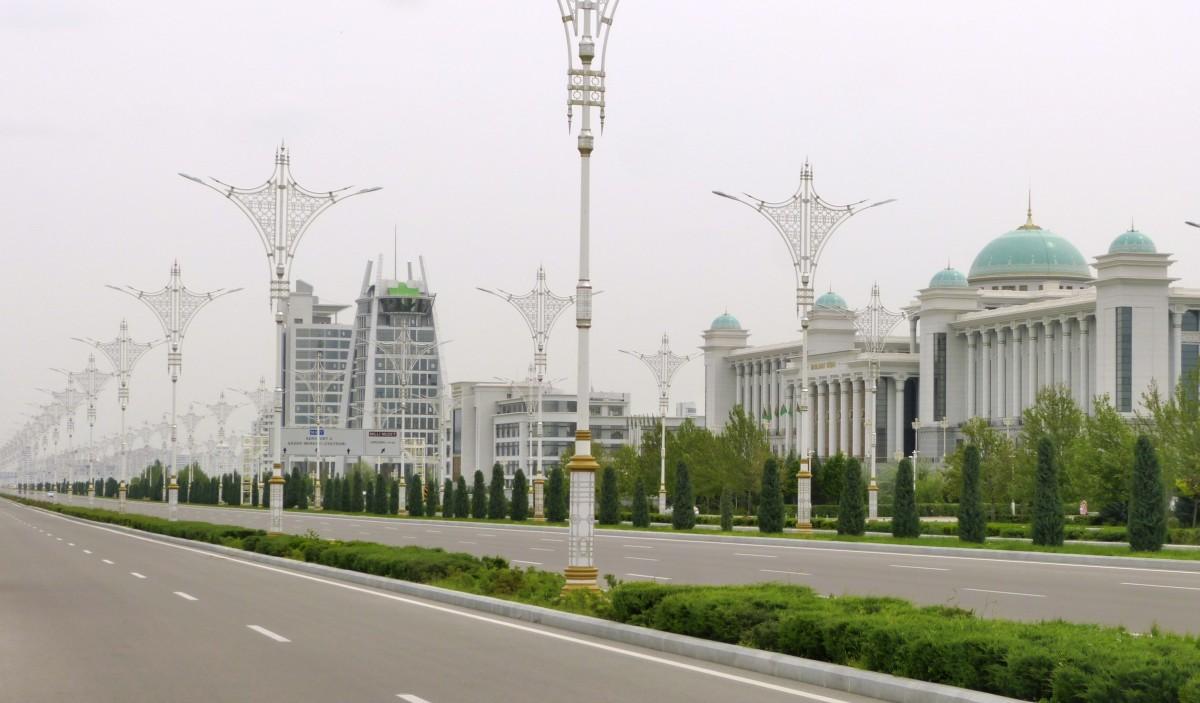 Zdjęcia: Ashgabat, Ashgabat, Pusta ulica, TURKMENISTAN