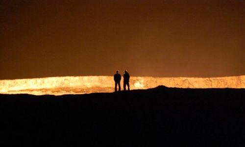 Zdjecie TURKMENISTAN / brak / Turkmenistan - pustynia Kara Kum / Krater gazowy Darvaza - pustynia  Kara Kum