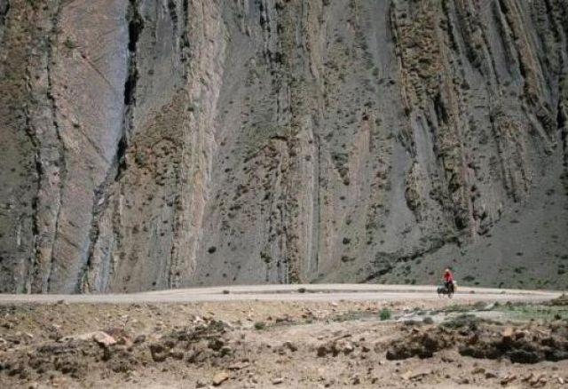 Zdjęcia: Na północ od przełęczy Pang , Tybet, Podjazd na przełęcz Pang, TYBET