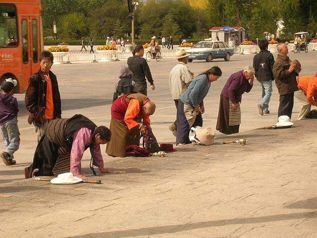Zdjęcia: Lhasa, Pielgrzymi 2, TYBET