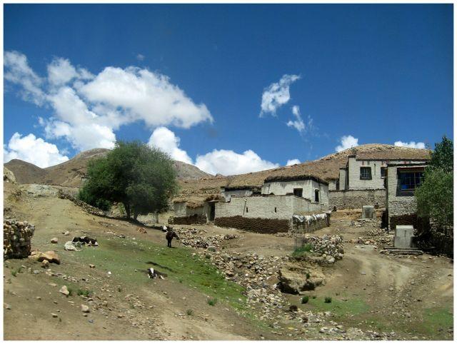Zdjęcia: okol.Shigatse, Himalaje, Tybetańska wioska, TYBET