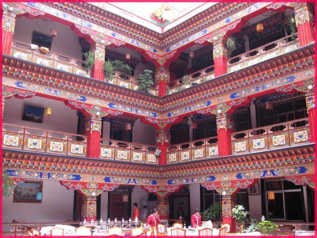 Zdjęcia: Lhasa, Tybet, Restauracja w tybetańskim stylu, TYBET